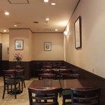 カフェ コトン - 店内のテーブル席