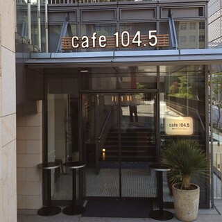cafe,Dining&Bar 104.5 - エントランスはこんな感じですが、