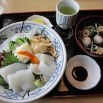 むらかみ - 料理写真:アオリイカ丼(1500円)