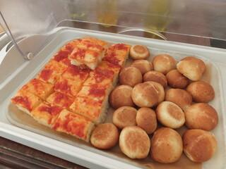 Bar&Bistro 64 - (o>ω<o)テラスのパン食べ放題