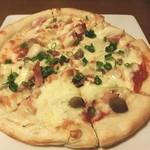 酒恵浪漫亭凡 - キノコとベーコンのピザ