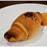 政次郎のパン - パルメジャーノチーズとサラミのシュタンゲル