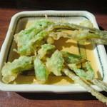 くれ竹 - サービスでいただいたコシアブラの天ぷら