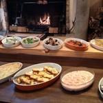 ピレネー - ランチコースの前菜ビュッフェ。作りたての10数種類の前菜が取り放題!