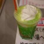 ファーストキッチン - ドリンク写真:メロンクリームソーダ(260円)