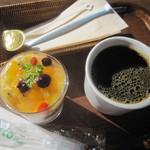 18677339 - 生姜と木の実のはちみつケーキ(上)