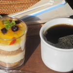 18677341 - 生姜(しょうが)と木の実の生姜と木の実のはちみつケーキ(側面)                       380円
