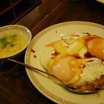 錦海楼 - 焼豚玉子飯にはスープが付きます