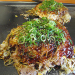 広島お好み焼 ひらの - お店のおすすめナンバーワンの肉玉そばライス650円。ライス入りなので肉玉そばより一回り大きいです。