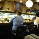 亀正くるくる寿司 - 店内
