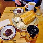 コメダ珈琲店 - 料理写真:たっぷりアイスコーヒー & たっぷりカフェオーレ & モーニングサービス(2人前)& 小倉あん