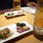 みさわ - 生ビール\504とお通し(ほたるいかの味噌和えと卯の花)