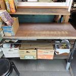 にしみや商店 - 注文窓の下にあるテーブル?カウンター?