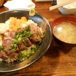 くしやき処 月とん - ステーキ丼と味噌汁