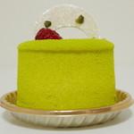 マールブランシュ  - 若葉《ピスタチオと木苺のケーキ》(真横から、2013年4月)