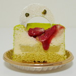 マールブランシュ  - 若葉《ピスタチオと木苺のケーキ》(断面、2013年4月)