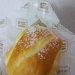 18687965 - ジャージー牛乳パン