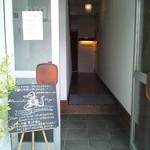 18689309 - 奥に進む。マンションの1室がレストラン