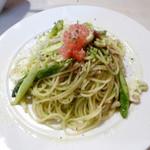ジュスティーツィア ラ カーサ ディ コケ - アスパラとマッシュルームのジェノベーゼスパゲティ