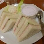 アバンテ - 2013.04 プラス100円でついてくるモーニングセット。サンドイッチがいまひとつでした:涙