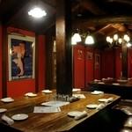 トクシマ バル - スペインといえば「情熱の赤」。スペインの雰囲気が味わえる店