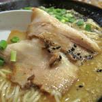 みゆき屋ラーメン - 甘濃い醤油味で角煮の薄切りのようなチャーシューはとても美味しいです。