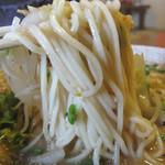 みゆき屋ラーメン - ストレート中太麺。スープは甘みがない味噌味です。ほどほどアッサリタイプ。