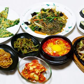 本場の韓国家庭料理をご堪能ください。