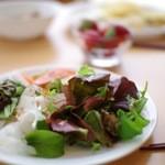空の駅 風和里しばやま レストランフワリ - ベビーリーフを中心にしたサラダ