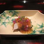 日本料理 晴山 - 佐島の蛸に花山葵、梅のジュレ掛け