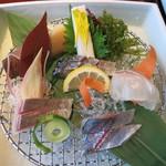 潮騒の宿 晴海 - 料理写真:お造り: 関鯵、関鯖、かんぱち、鯛