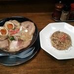 ラーメン 猪や - 和風とんこつちゃーしゅー+猪や飯