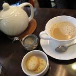 ディンブラ紅茶専門店 - ロイヤルミルクティ 630円 (2009_10_25 撮影)