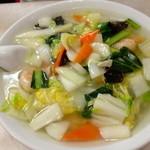18712551 - 野菜たっぷりの「海老そば」(¥ 600)