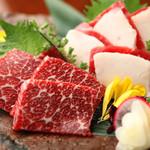 博多よかもん屋 - 生肉党に人気の「馬刺し」安全・安心の生食用。甘さと旨みがやみつきに。