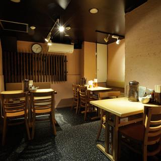 神田駅5分 シンプルでありながら、落ち着いた雰囲気の空間。女性もゆったり寛げます。