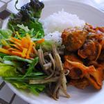 alii cafe - チキンもも肉とおやさいソテーのトマトソース煮込み(ご飯ランチ)