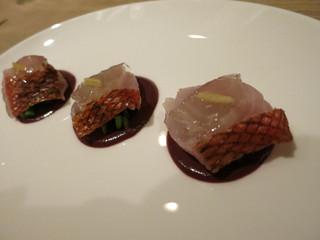 カラペティ・バトゥバ - オードブル 金目鯛 菜の花とカラマタオリーヴのタプナードソース