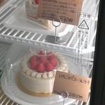 ひかり洋菓子店 - デコレーションもきれいです♪