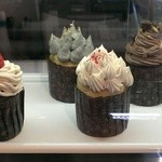 ひかり洋菓子店 - 色んな味のカップケーキ
