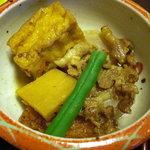 1872101 - 丼についてきた厚揚げ、筍、薩摩揚げ、豚肉、いんげんの炊き合せ。