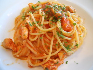 オルガニコ - サーモンのトマトソース スパゲッティ