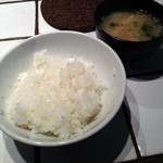 東京トンテキ 渋谷店 - ご飯(小)とお味噌汁