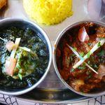 ほんとのインド料理とカレーの店 - サグプラウン(右)とラジャスタンマトン(左)