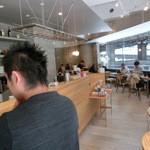 ファブカフェ トーキョー - 店内はデザイナー風