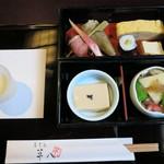 そば馳走庵 草八 - 御幸弁当 蕎麦と甘味もついて1,500円