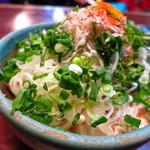 大鵬 - 名物の湯豆腐丼しらす盛り450円