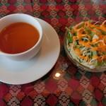 ゴラカリ - ランチに付いてくるスープとサラダ