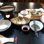 お食事処 紺屋 - 料理写真:宿泊の晩御飯です サザエのお刺身おいしい