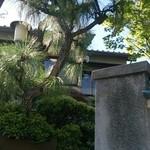 あつた蓬莱軒 - 外から見た庭園